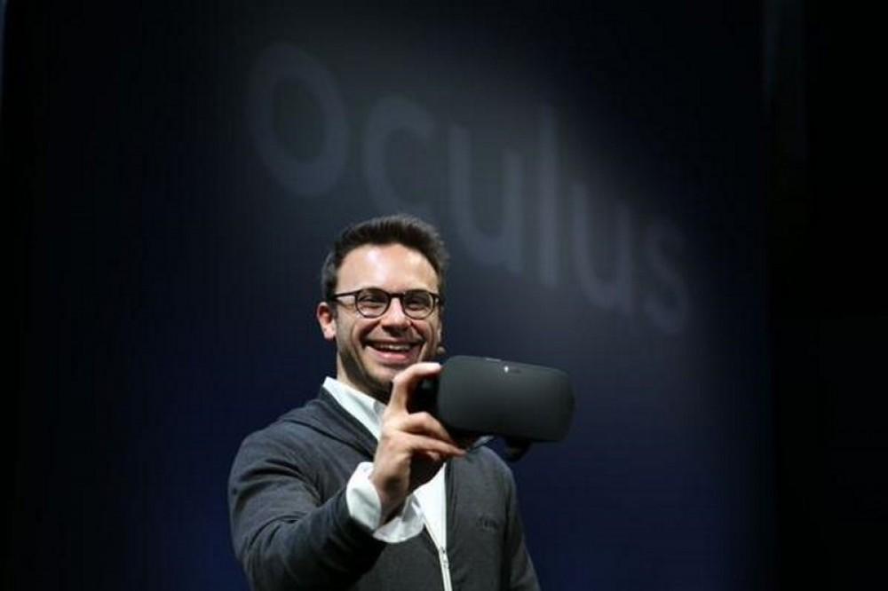 Oculus présente la version finale de Oculus Rift qui sera fournie avec une manette sans fil Xbox One
