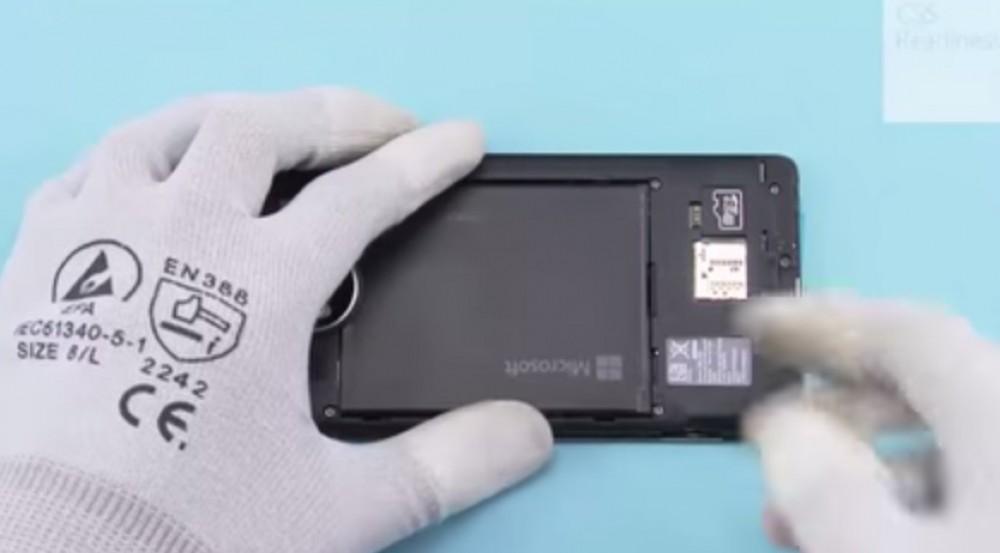 Vidéo: le démontage du Lumia 950 XL montre son refroidissement liquide