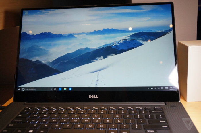 Le Dell XPS 15 Infinity en démonstration (crédit: The Verge)