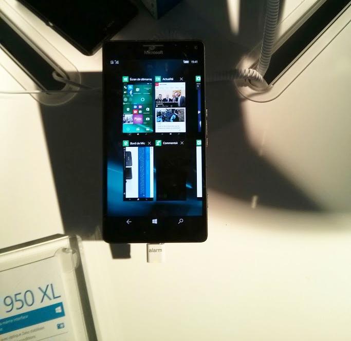 Le Lumia 950 XL est en démonstration au Cube