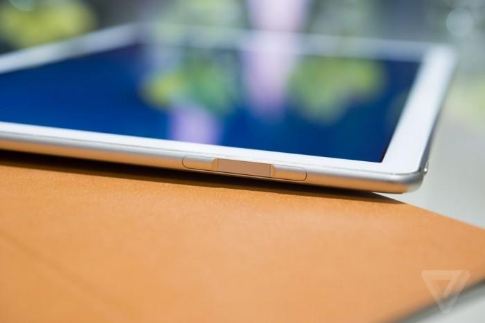 La MateBook dispose d'un capteur d'empreinte sur la tranche de l'appareil