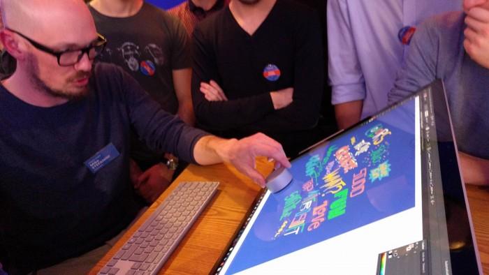 Le Surface Dial peut être utilisé directement sur l'écran du Studio